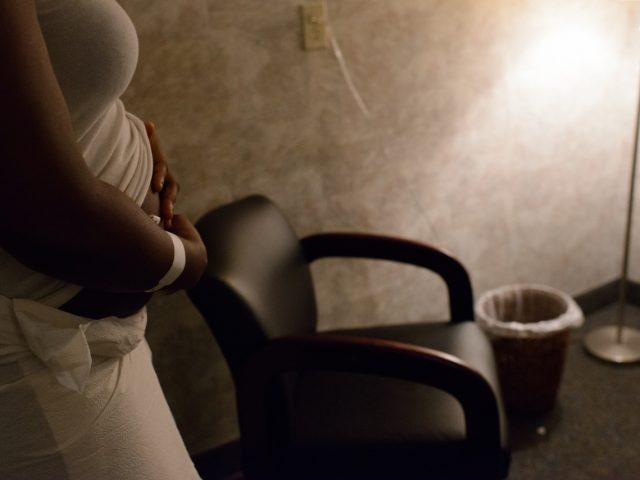 Emotional Photos From Inside a Childbirth and Abortion Clinic